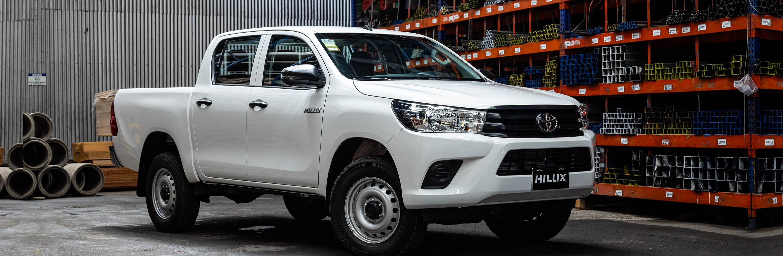 Banner Toyota Hilux de Trabajo 2.4L 2022